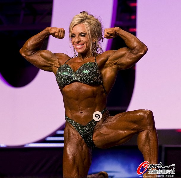 美国女子健美比赛 选手肌肉似炸裂