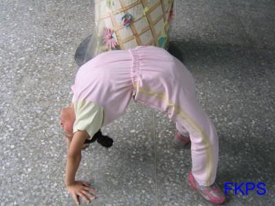 儿童下腰的方法图解