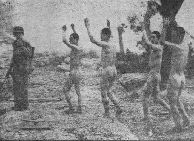 美军凌辱朝鲜被俘女兵 要求脱光上身衣服 高清图片