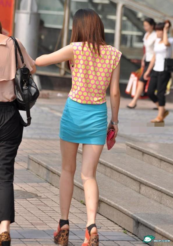北京街头美女如云 性感十足