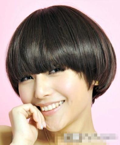 俏皮短发很有弧度的一款俏皮短发发型