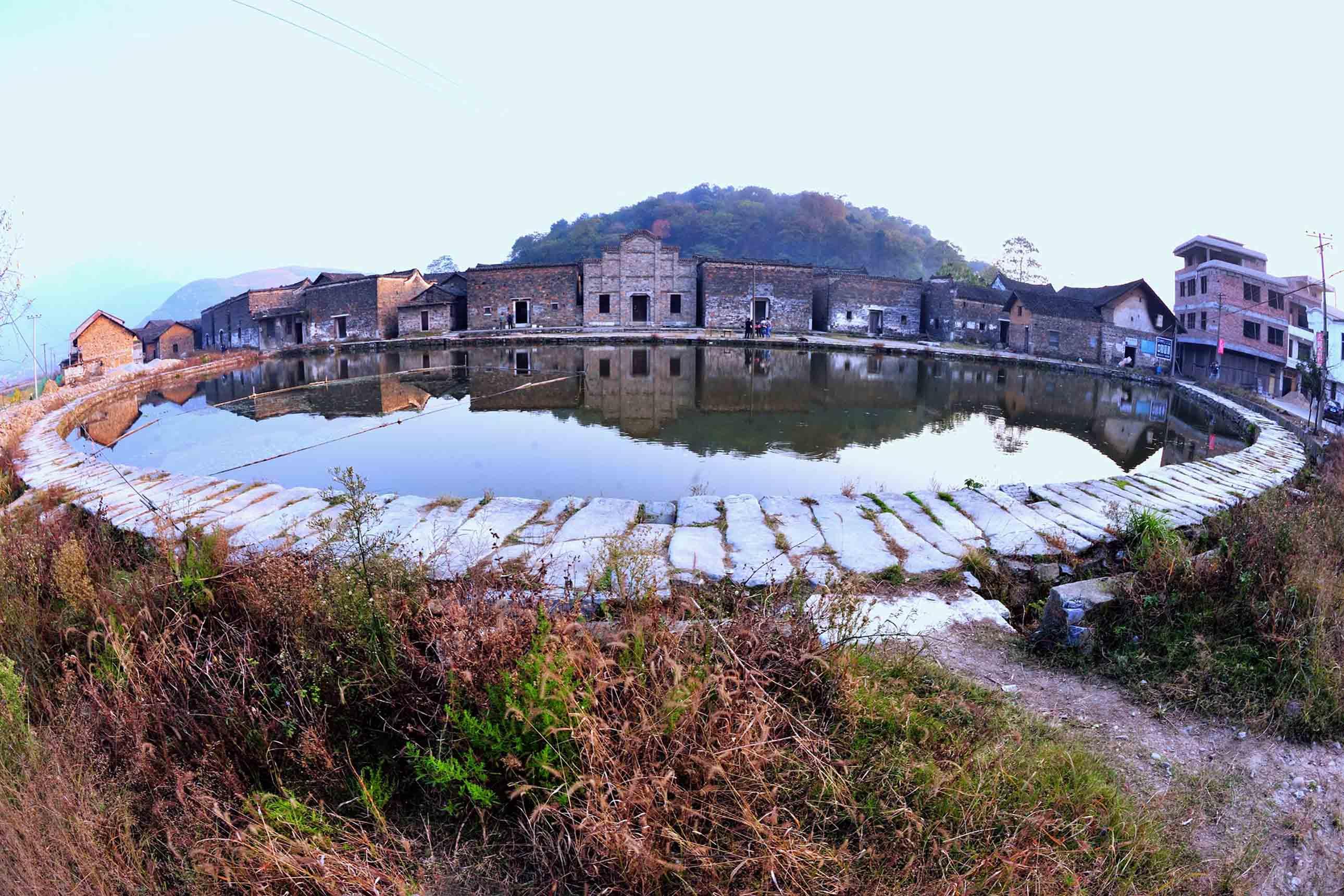 此古建筑是湖南省衡阳常宁市庙前镇中田村古民居,始建于永乐二年