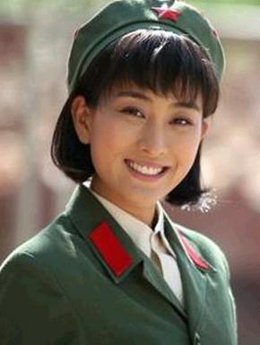 中国最美女教官走红 盘点美女明星背后的军旅背景/图