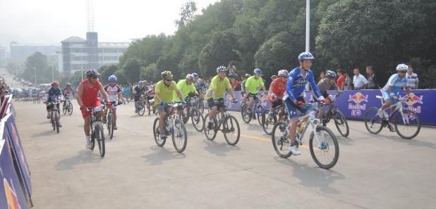 """中方县举办首届""""环蒲海""""山地自行车邀请赛"""