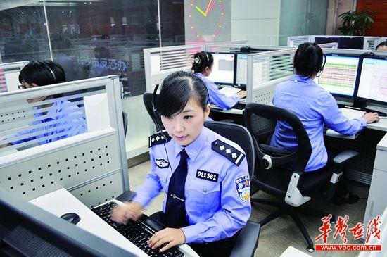 拨打110报警电话时同样直接连接到了当地报警平台.