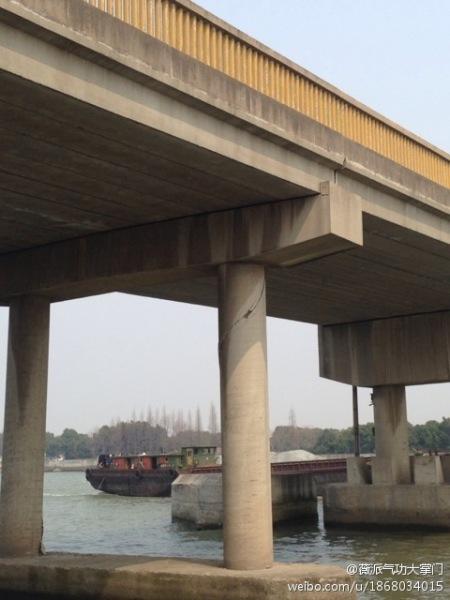 上海大桥遭撞桥墩开裂