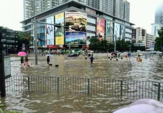 航班方面,截至11日晚上22时,深圳机场共计取消进出港航班197架次,发放