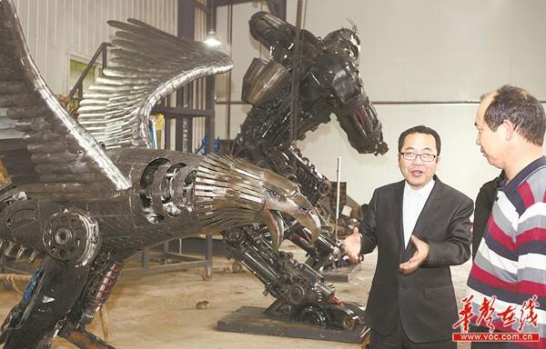 冒蕞)展翅欲飞的雄鹰,昂首阔步的犀牛,充满科幻色彩的机械战士图片