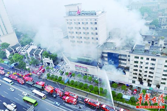 下河街小商品市場突發大火 200消防戰士通宵奮戰