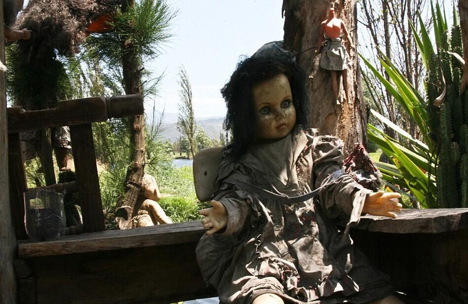 墨西哥艺术家花50年建惊悚娃娃岛