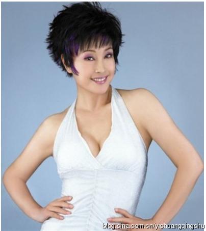 59岁刘晓庆绿长裙白西装谈人生
