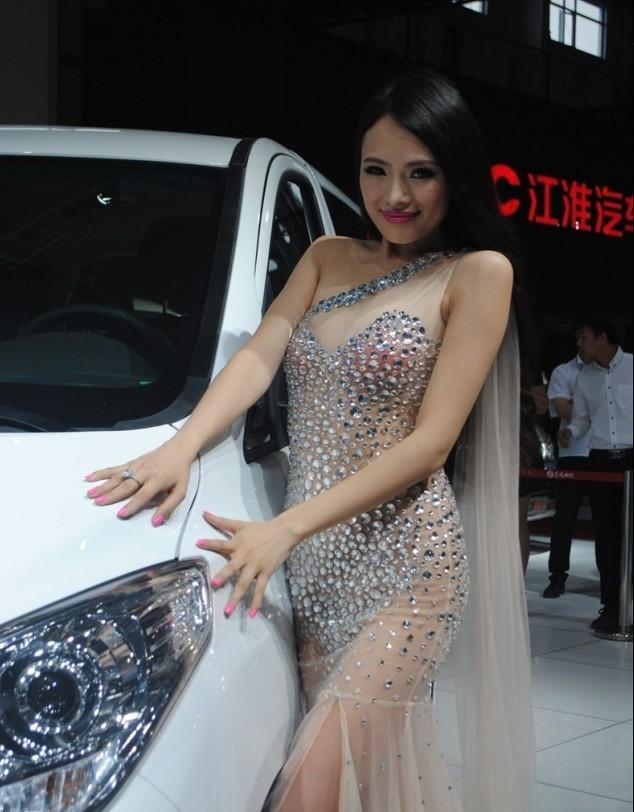 2014长春车展 上演豪车美女火辣辣的诱惑