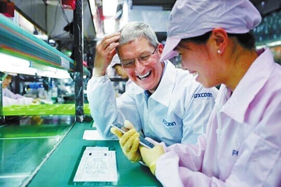 苹果CEO考察郑州富士康 与女工畅聊 3G新闻