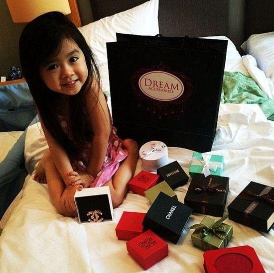 韩国5岁小萝莉高调炫富 迪拜土豪邀其做朋友图片