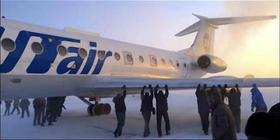 俄客机起落架结冰 全机乘客零下52度推飞机