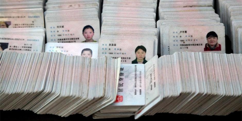 郑州一失物招领公司积压近万张身份证无人认领