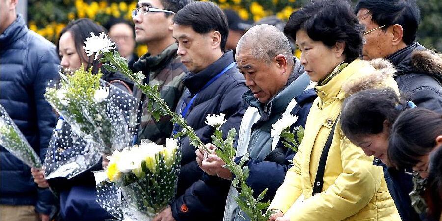 """上海外滩踩踏事件""""头七"""" 民众向遇难者致哀"""