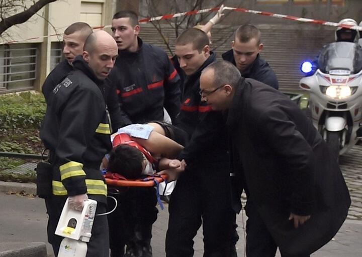 法国《查理周刊》总部遭恐怖分子袭击