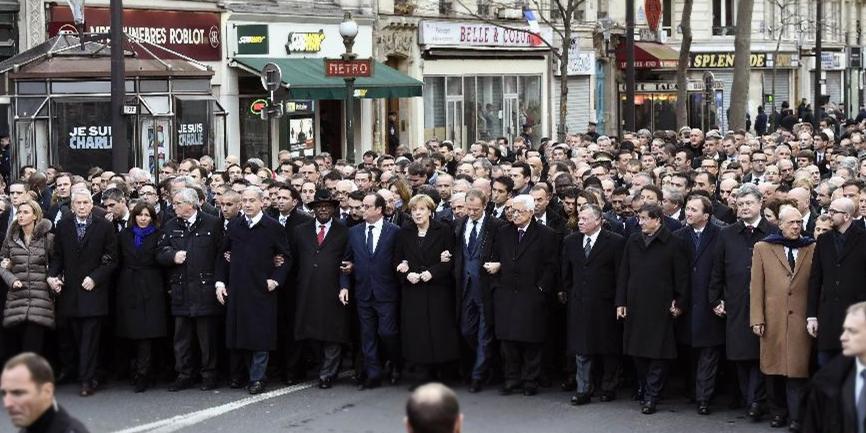 多国政要手挽手参加法国百万人反恐大游行
