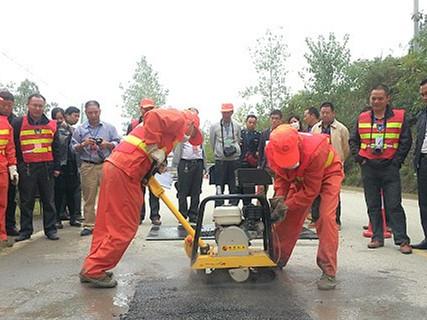 构建路网守护神 湖南农村公路列养率达到100%