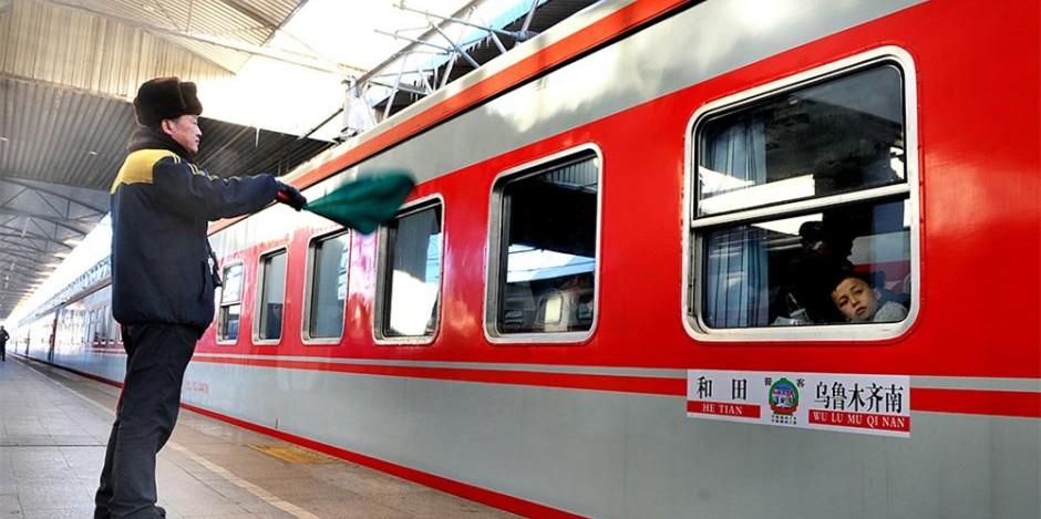 乌鲁木齐至和田开通空调列车 告别绿皮车
