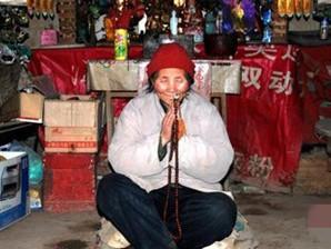 83岁茅棚隐士终南山修行36年:7岁信佛 曾有家庭和孩子