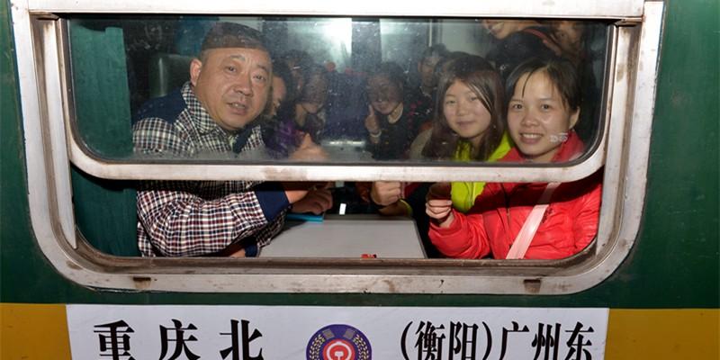 直击广铁春运首发列车
