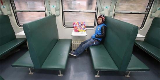 """春运奇葩事:一个人""""包""""了一列火车"""
