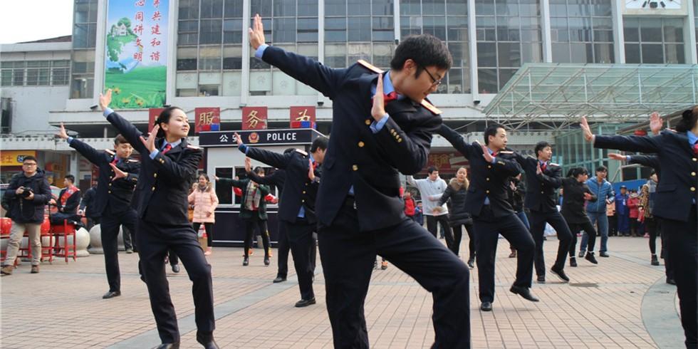 春运首日 欢乐温馨在广铁