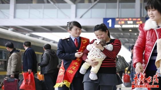 东莞火车站:温暖外来工回家路