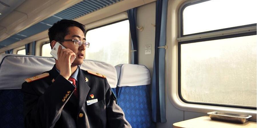"""""""90后""""副列车长的春运生活"""