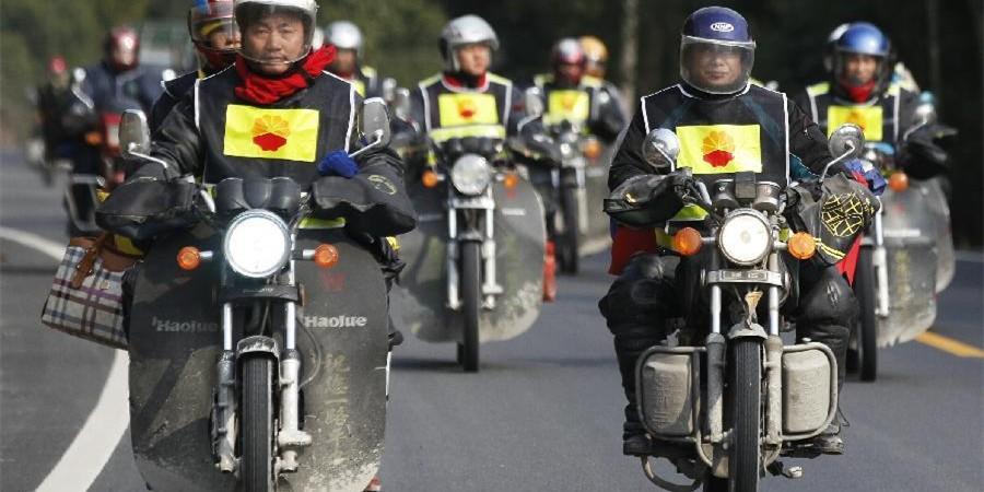 图片故事:铁骑千里返乡记