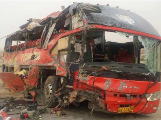 新疆巴楚县一辆客车侧翻