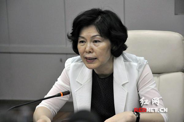 委_湖南省发改委党组成员,副主任童名让发布新闻.