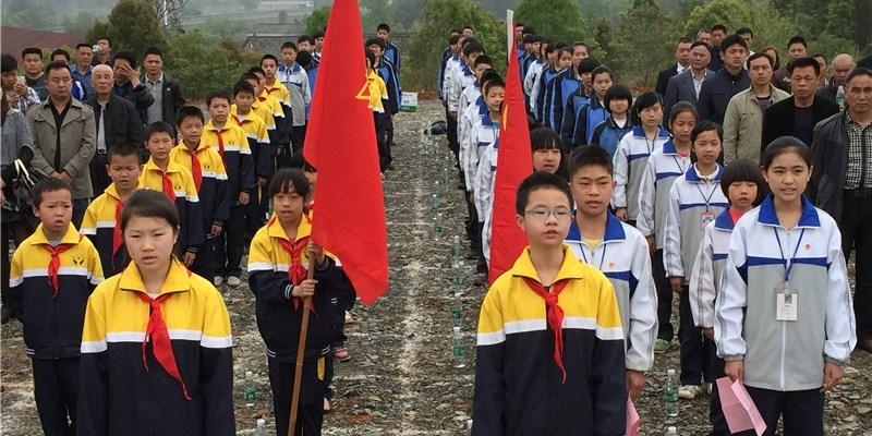 沿溪镇举行清明公祭活动 60名少先队员慰祭626位先烈
