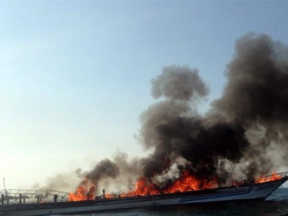 泰国游轮爆炸着火