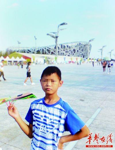 岳阳水泥船侧翻致15岁男孩溺亡