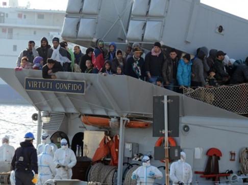 一艘移民船在地中海翻覆 或载700人仅28人获救