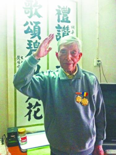 抗战老兵李颂卓。