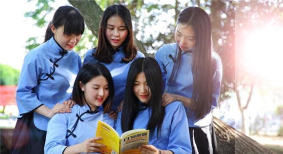 """宁波大学生拍毕业照玩""""穿越"""""""