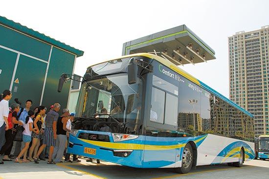 湖南全球首创超级电容储能电车 首条示范线在宁波开通