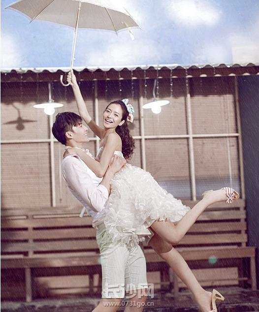 坏天气的浪漫婚纱照