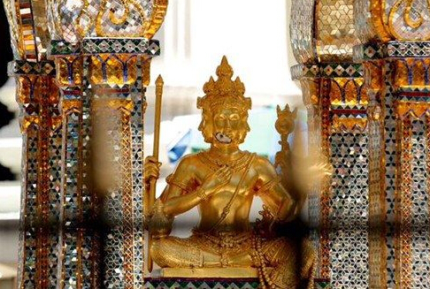 曼谷四面佛重新对外开放 专家紧张修复佛像