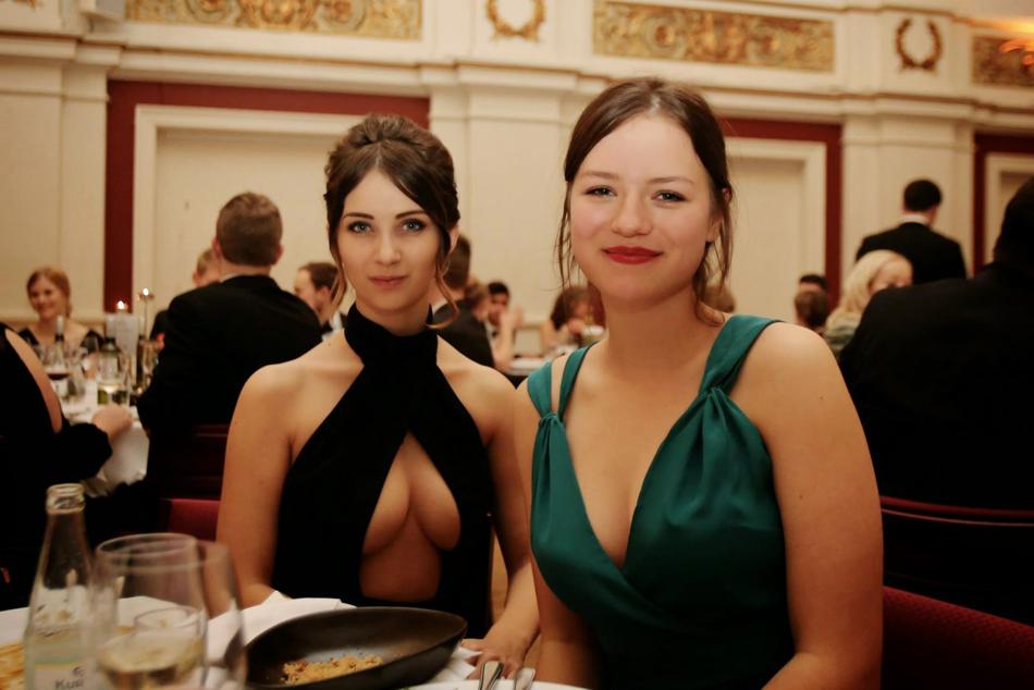 丹麦美女政客走红社交网络 性感身材吸引大批粉丝(组图)