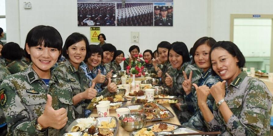 舌尖上的阅兵:参训官兵每天6餐