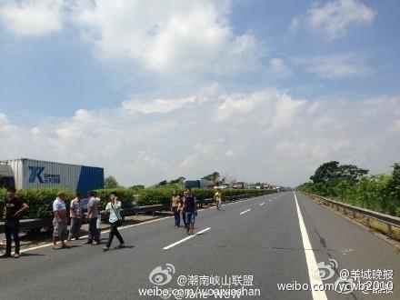 广东汕尾高速公路发生车祸致5人死亡(组图)