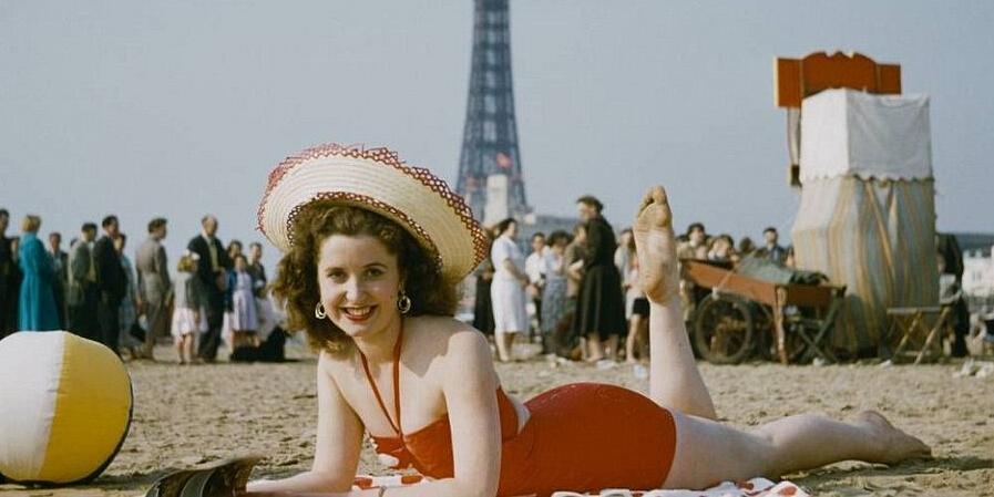 60年前在海滨度假的欧洲人