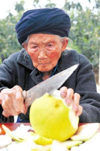 """118岁寿星体藏""""好基因"""" 每天三顿必吃回锅肉"""