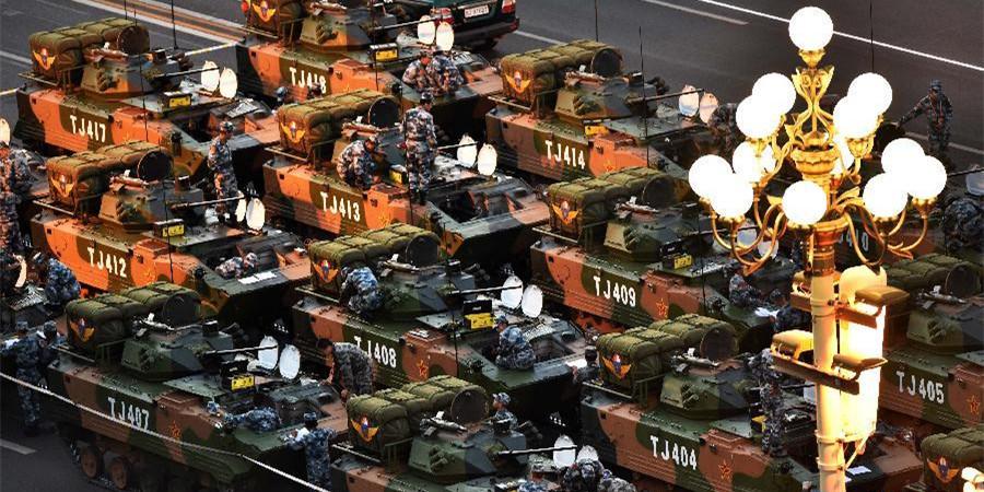 空降兵战车方队在做准备