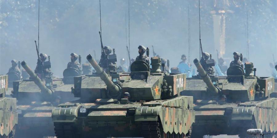 坦克方队接受检阅
